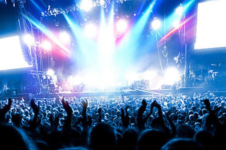 Concert, spectacle dans la nuit